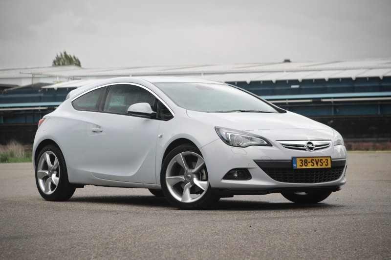 test opel astra gtc 1 4 turbo sport pure rijervaring. Black Bedroom Furniture Sets. Home Design Ideas